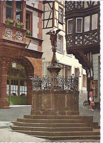 79753 - Bernkastel Kues, Rathaus mit dem St. Michaelbrunnen