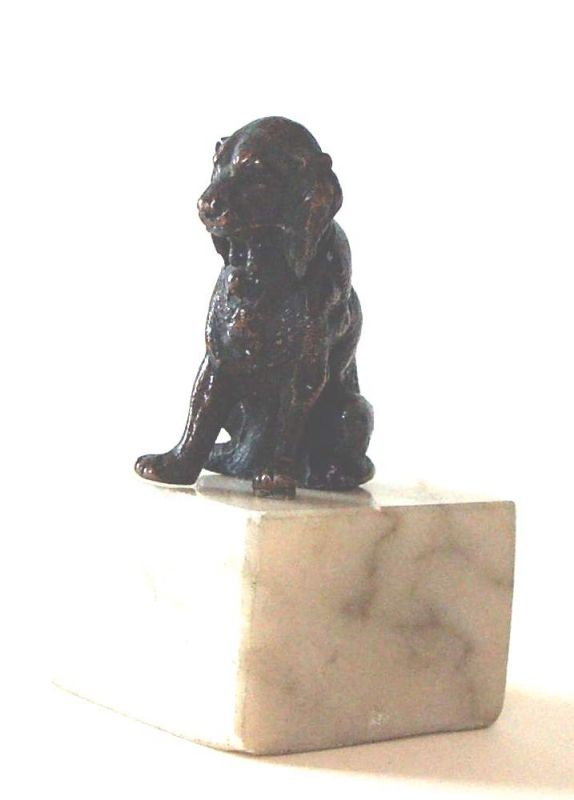 Bronze, Jagdhund auf Mamorsockel