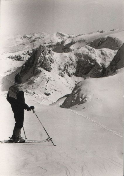 Skifahrer in den Bergen - 1985 0