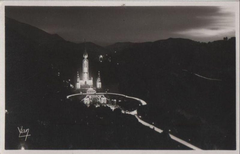 Frankreich - Frankreich - Lourdes - La Basilique la nuit - ca. 1955