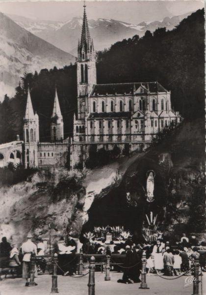 Frankreich - Frankreich - Lourdes - La Grotte et la Basilique - ca. 1960