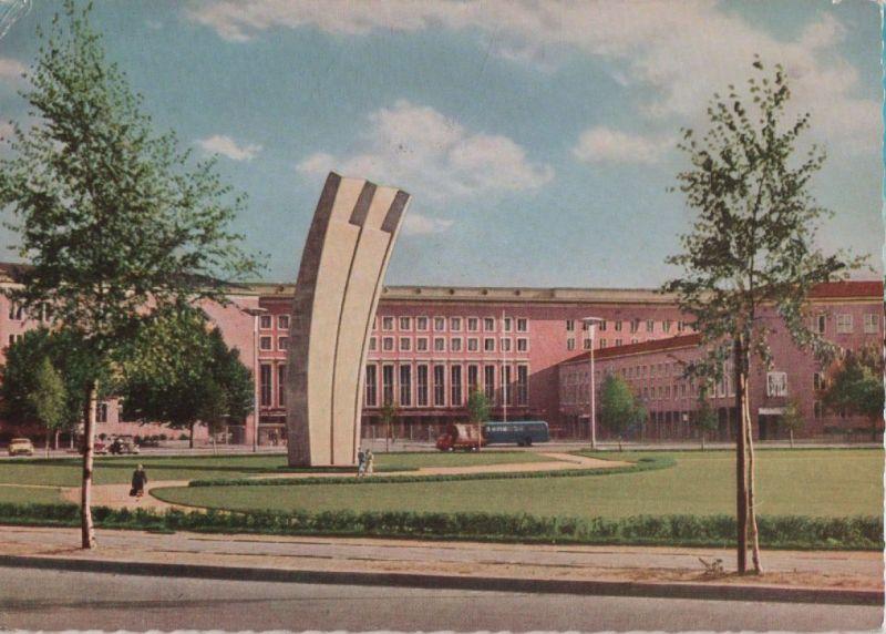 Berlin-Tempelhof, Platz der Luftbrücke - Luftbrückendenkmal