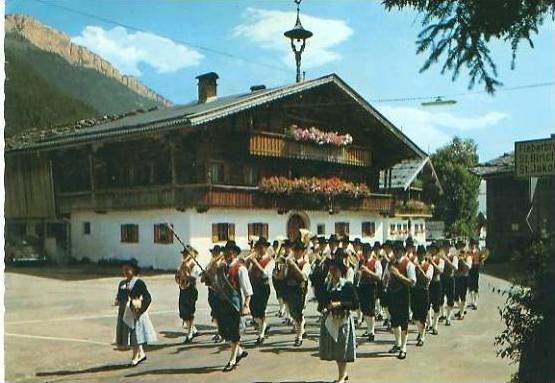 Fieberbrunn v. 1974  Tiroler Trachten Kapelle  (24756)
