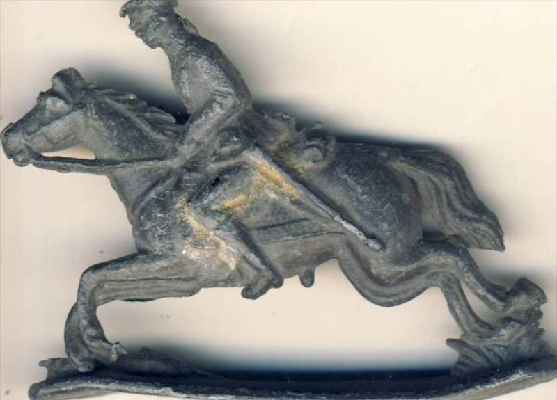 Antik-Zinn-Soldat auf dem Pferd im Galopp ca. von 1938  --- siehe Foto !!   (5)