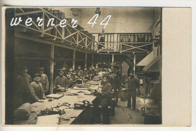 Arbeiter in der Fabrik (Schlosserei) v.1915 (3321)