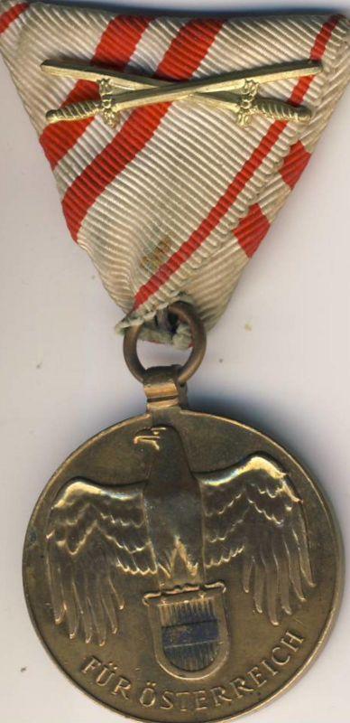 Österreich v. 1914-1918  Orden mit Schwerter und Adler  (Orden 3)