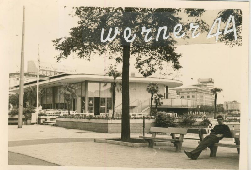 Hamburg v. Juni 1968 Alster Pavillon, dahinter das Esso Haus und das Finn-Air Hochhaus  (49851)