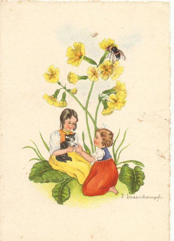 Zwei Mädchen sitzen im Gras mit einer Katze im Arm v. 1928  (50865)