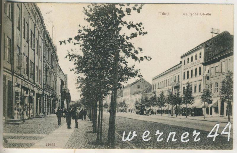Tilsit v.1944  Adolf Hitler Platz und das Grenzland Theater  (13311)
