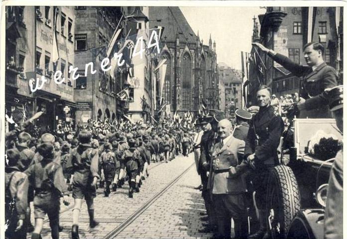 Sammelwerk Nr. 8  v. 1933  H.Jugend marschiert vor Baldur von Schirach in Nürnberg 1933  -- siehe Foto !!  (32186)
