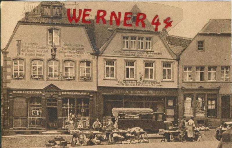 St. Wendel v. 1918  Domplatz mit Stände und Tapetenhaus,Malerhaus und alten PKW  ()  --  siehe Foto !!  (29592)