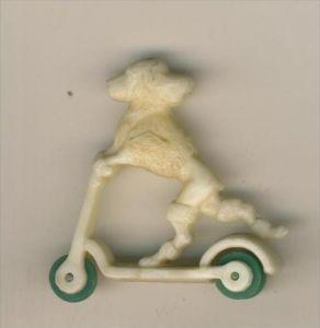 Margarinefiguer v. 1955  Hund auf dem Roller, mit grüne Räder  --  siehe Foto !!  (M-3)