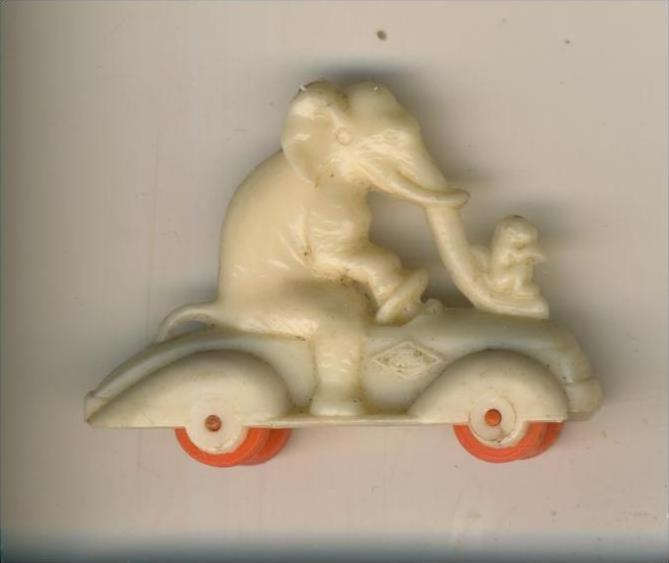 Margarinefiguer v. 1955  Elefant mit Affen auf dem Roller, mit rote Räder  --  siehe Foto !!  (M-5)