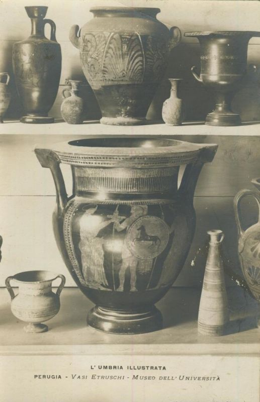 Perugia v. 1920  Museo dell`Universita -- Vasi Etruschi  (53967)