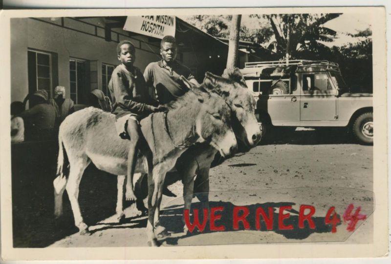 Mbuma v. 1964  2 Afrikaner auf Eseln vor dem Krankenhaus  (49333)