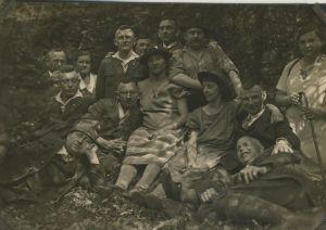 Sterkrade v. 1930  Gruppe des S.G.V. Ortsgruppe -- Gruppenfoto im Wald  (54247)
