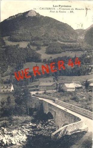 Les Pyrenees v.1932  Cauterets -Promenade du Mamelon Vert.   (27405)