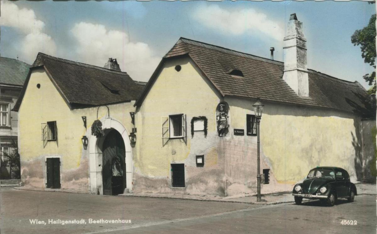 Wien v. 1964  Heiligenstadt / Beethovenhaus mit alten VW Käfer  (56867) 0