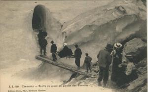 Chamonix v. 1905  Grotte de Glace au Glacier des Bossons  (57411)