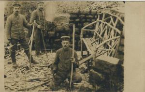 1. Weltkrieg v. 1916  Ein Unterstadt wird gebaut  (53933)
