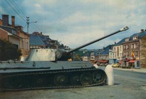 Houffalize v. 1980  Stadtansicht mit Panzer  (55013)