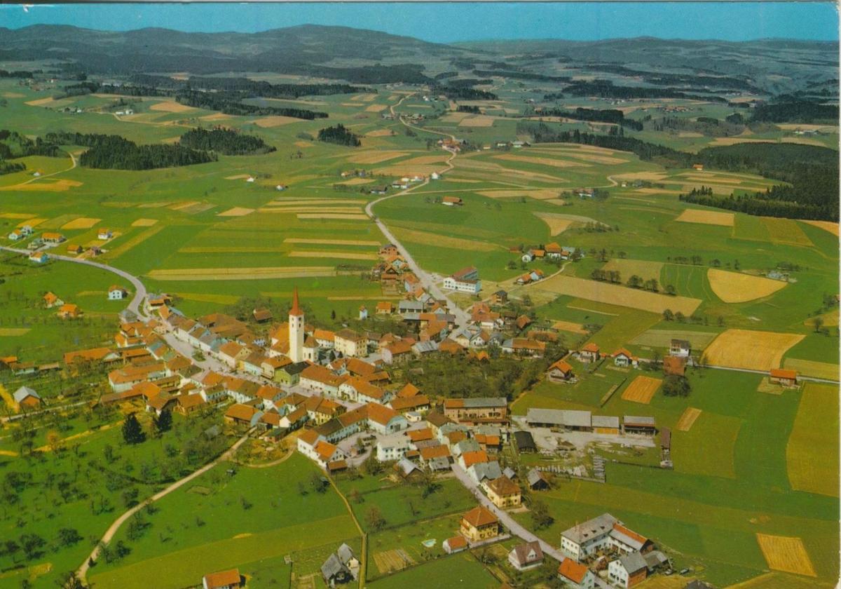 Wien v. 1968  2 Ansichten vom Flughafen  (56827) 0