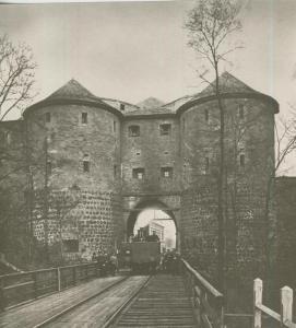 Bremen v. 1880  Das Pantaleontor, Feldseite. Durchfahrt der Rheinischen Eisenbahn um 1880  (57566)