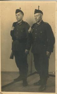 2 Soldaten - siehe Foto !!  (57977)