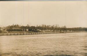 Soldaten-Stellungen am Ufer v. 1941 -- Westernplatte --  siehe Foto !!  (57999-15)