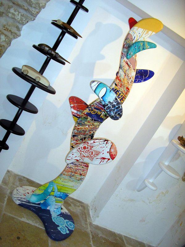 Kleiderständer aus Holz, handbemalt, 180cm h
