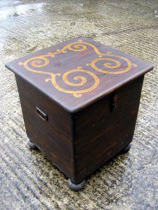 Schränkchen Massivholz, von Hand dekoriert, 48x49x54 (h) cm