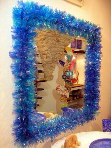 Spiegel aus Holz mit Scherben von Flaschen abgedeckt, 105x105x10cm