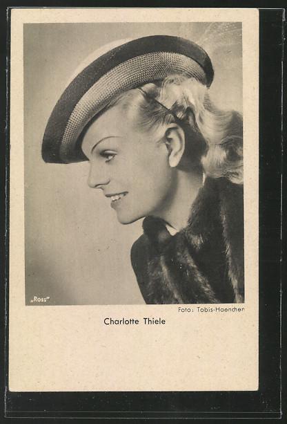 AK Schauspielerin Charlotte Thiele lächelnd im Halbprofil 0