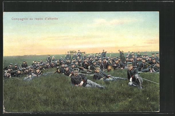 AK Compagnie au repos d`attente, Soldaten sitzen und liegen auf der Wiese 0