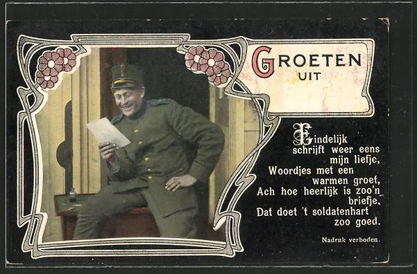 AK Soldat erfreut sich lachend über den Brief aus der Heimat 0
