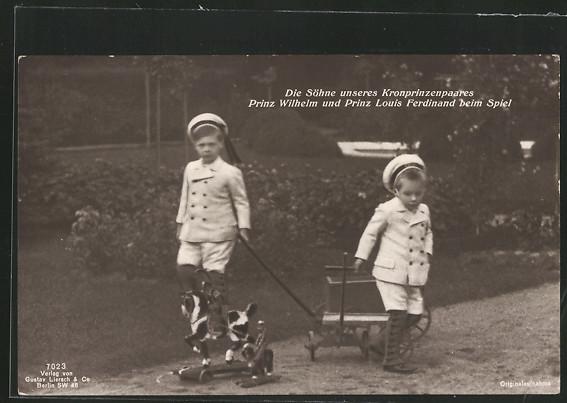 AK Die Söhne des Kronprinzenpaares Prinz Wilhelm und Prinz Louis Ferdinand beim Spiel im Garten 0