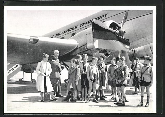 AK Abflug nach Bulgarien, Menschen stehen vor einem Flugzeug, VVN 0