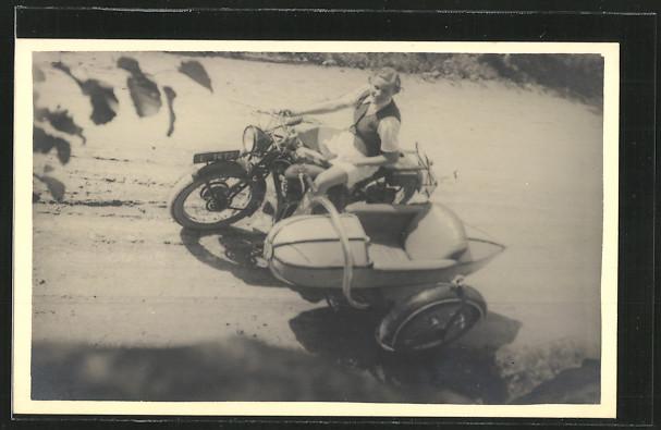AK Puch 500 N - Motorrad mit Seitenwagen und Fahrerin 0