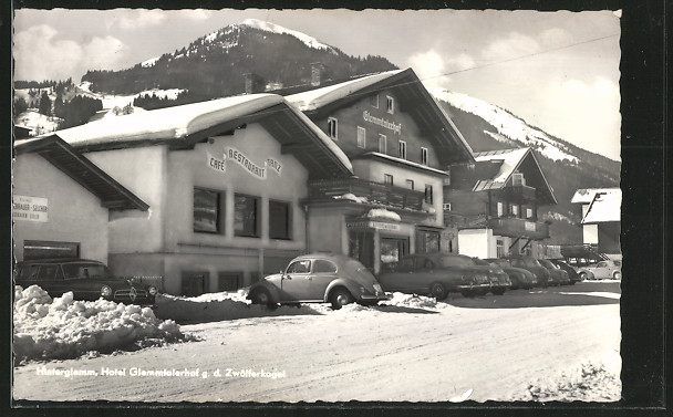 AK Hinterglemm, Hotel Glemmtalerhof gegen den Zwölferkogel, Automobil 0