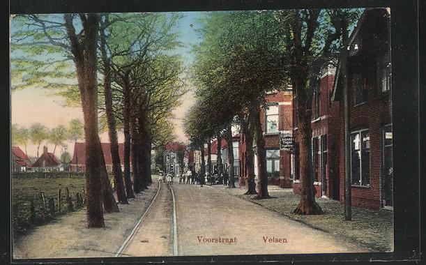 AK Velsen, Voorstraat, Strassenpartie mit Wohnhäusern und Strassenbahngleisen