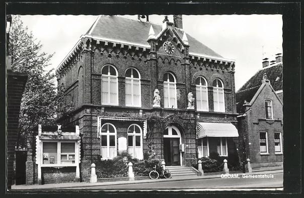 AK Obdam, Gemeentehuis, Frontansicht des Gemeindehauses