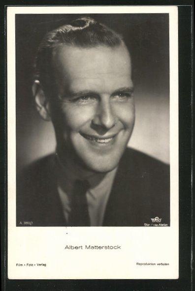 AK Schauspieler Albert Matterstock, lächelnd in dunklem Anzug mit Krawatte