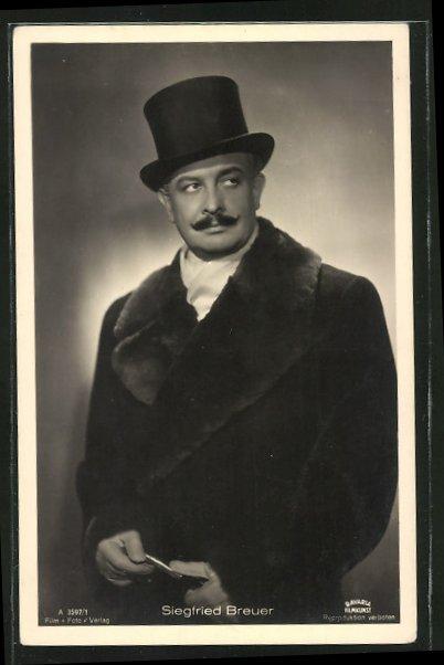 AK Schauspieler Siegfried Breuer, mit Hut und Handschuhen, im Mantel