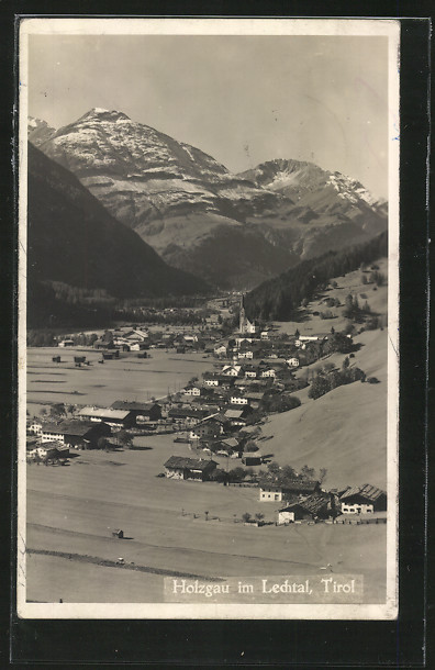 AK Holzgau im Lechtal, Panorama mit schneebedeckten Gipfeln