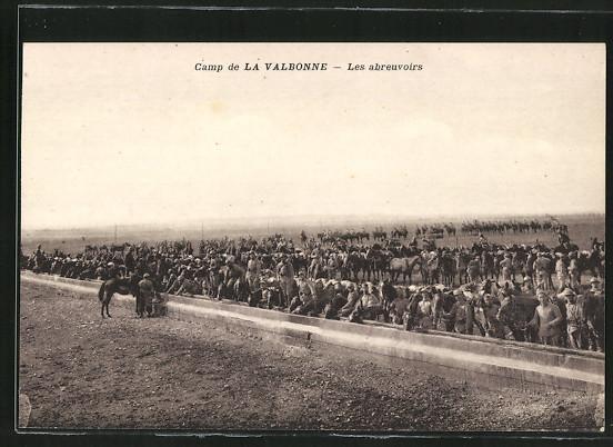 AK La Valbonne, Les abreuvoirs, soldats avec leurs chevaux
