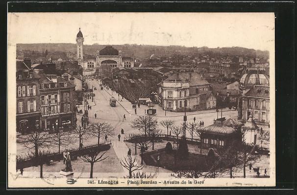 AK Limoges, la place Jourdan et l\'avenue de la Gare, vue en surplomb, un tramway au fond