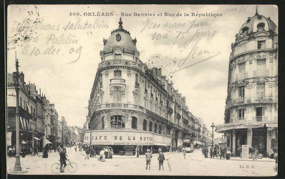 AK Orléans, la rue Bannier et la rue de la République, le café de la Rotonde au centre, des passants dans la rue
