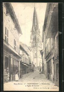 AK Parthenay, la Grande-Rue, l'église Saint-Laurent, les magasins et les gens dans la rue