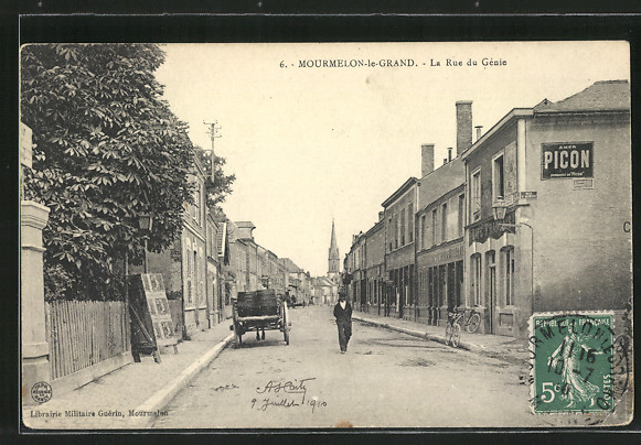 AK Mourmelon-le-Grand, la rue du Génie, le café Francais à droite, un homme et un attelage sur la rue