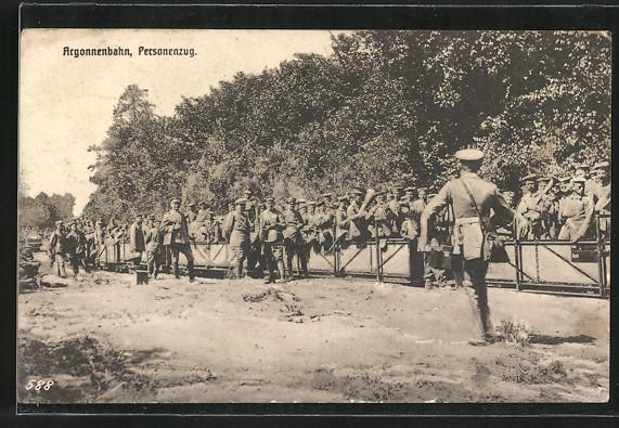 AK Soldaten werden mit Argonnenbahn, Kleinbahn transportiert